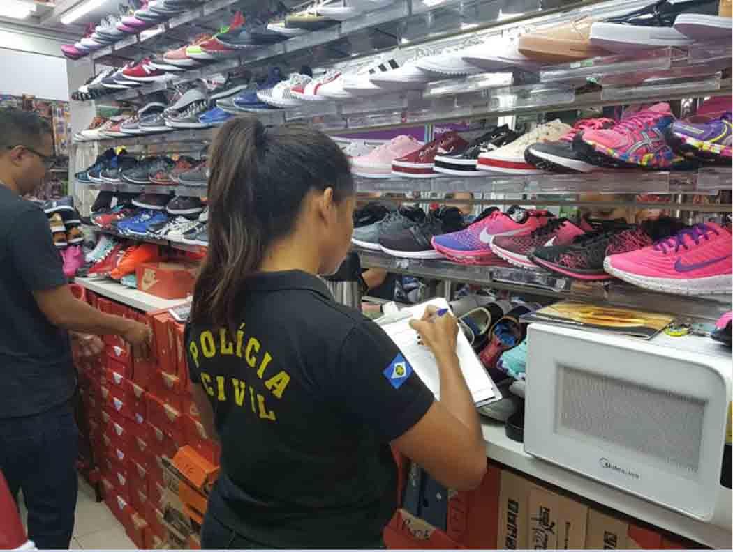 74c5f5505f5 Decon e Procon Municipal apreendem 605 calçados em operação contra à  pirataria